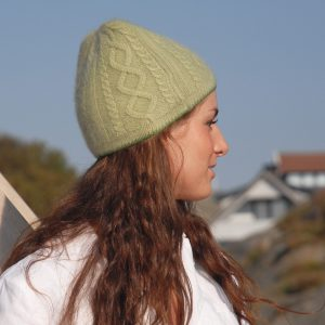 Cable Twist Hat - 100% Cashmere - Rhododendron mp27 / Carmine mp32